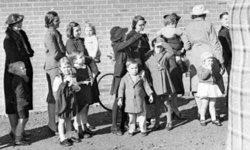 People queue for immunisation at Maroubra school in July 1939. Photograph: Sam Hood, 1872-1953/State Library of NSW